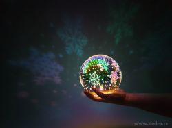 3D svítící LED koule, stojací s barevnými 3D efekty