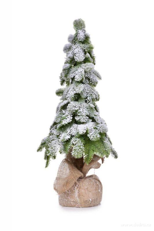 Zasněžený stromek na dřevěném kmínku
